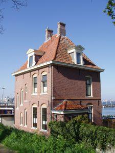 Voormalige telegraaf- en postkantoor aan de Noorder IJdijk